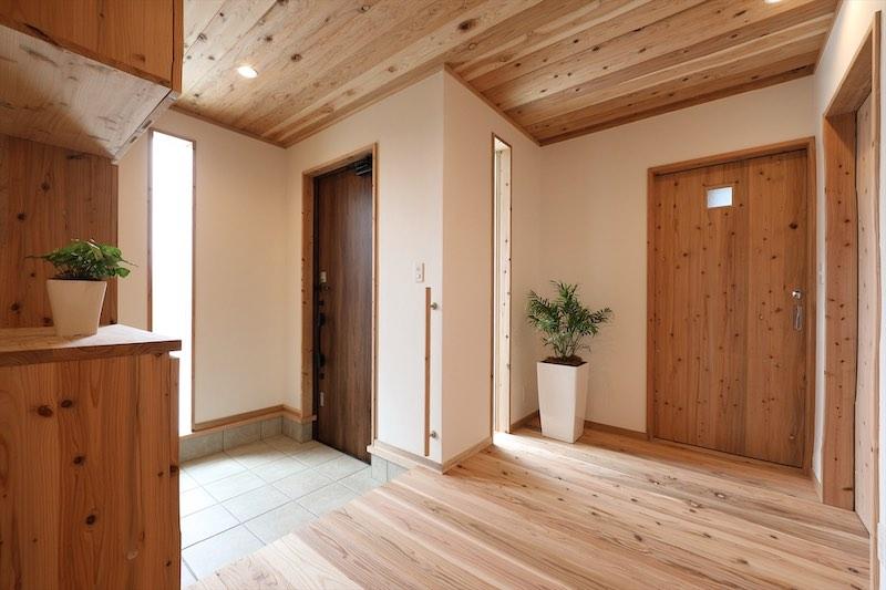 玄関の床も冷たさをあまり感じない空気がうまい家®︎