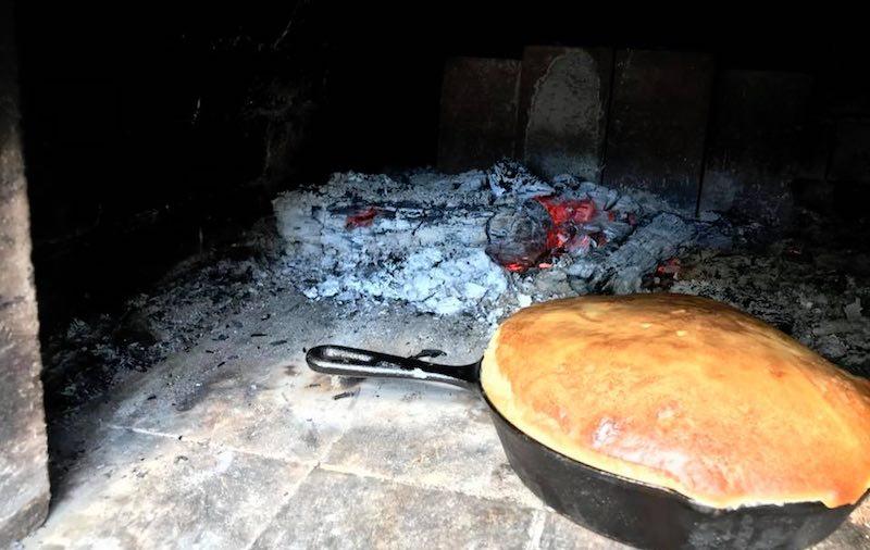 石窯でパンケーキを焼いても結構楽しい