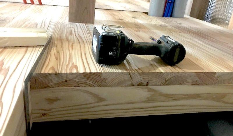 空気がうまい家の床材を断面から見た様子