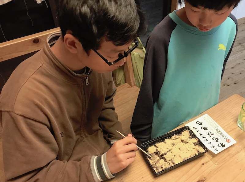 わらび餅の数までチェックされ、配分が決まります。