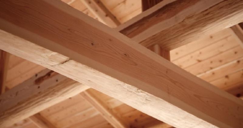 塗装も薬剤なども一切使用していない無垢材の梁・空気がうまい家