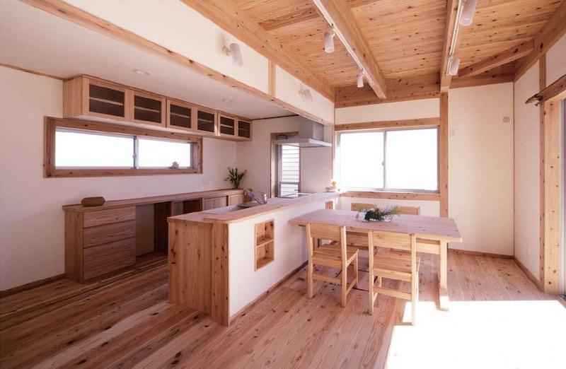 家具も杉で作られている空気がうまい家®︎