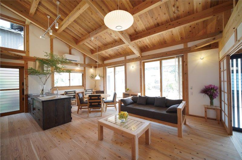 幻の漆喰®︎と音響熟成木材で作られた空気がうまい家