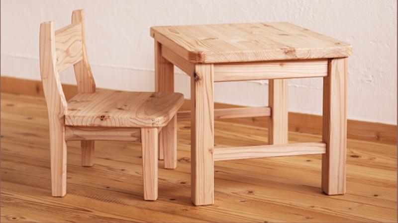 無垢材(音響熟成®︎木材)で作った子ども用の机と椅子