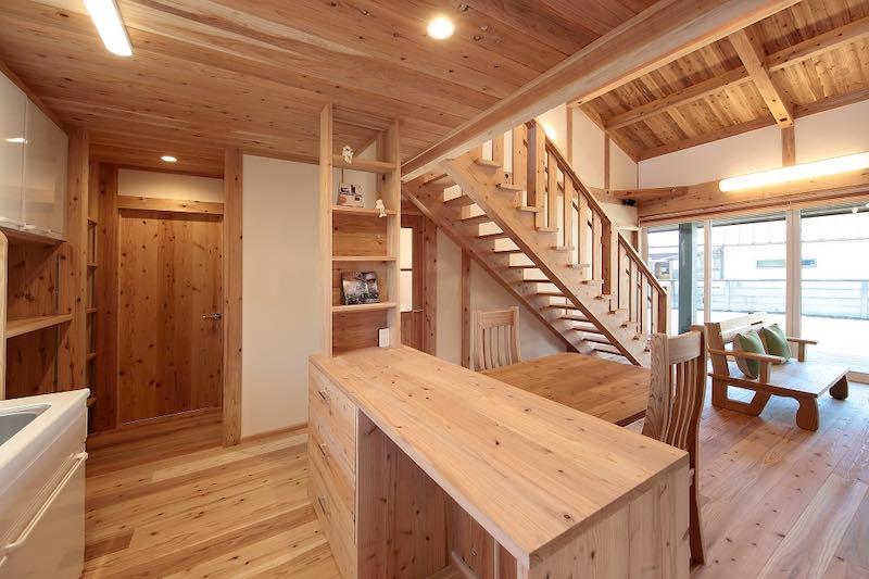 スケルトンの階段を作ることも多い(空気がうまい家®︎)