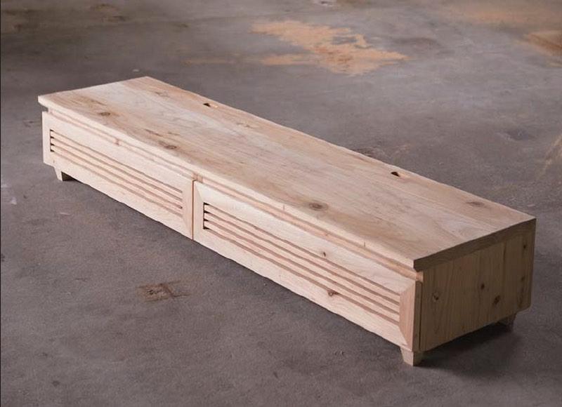 塗装など一切していない音響熟成®︎木材のテレビボード(幅1800mm×奥行き500mm×高さ300mm 99,400円)