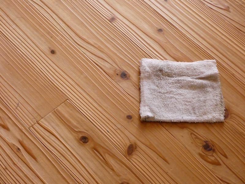 10年以上水拭きだけをしてきたうづくりの床(音響熟成®︎木材)