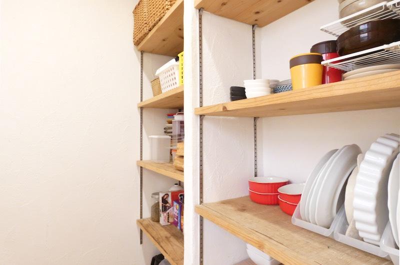 手前の食器を置くスペースはかなり余裕がある(空気がうまい家®︎京都府・宇治市)