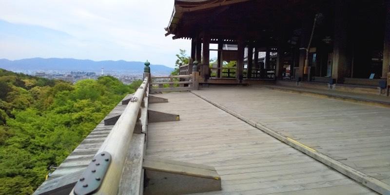 約400年雨ざらしの中で耐えてきた清水寺の舞台(京都市)