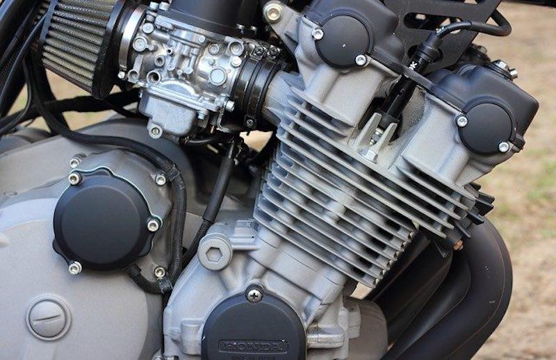 エンジンの溝は表面積を広くして熱を逃す仕組み